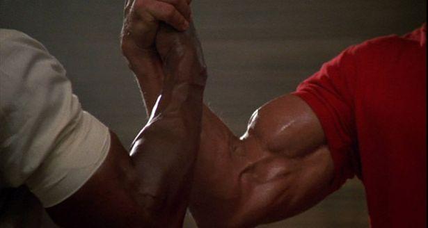 Carl Weathers & Arnold Schwarzenegger handshake in Predator