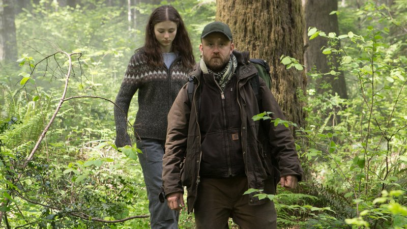 Ben Foster and Thomasin McKenzie in Leave No Trace (2)